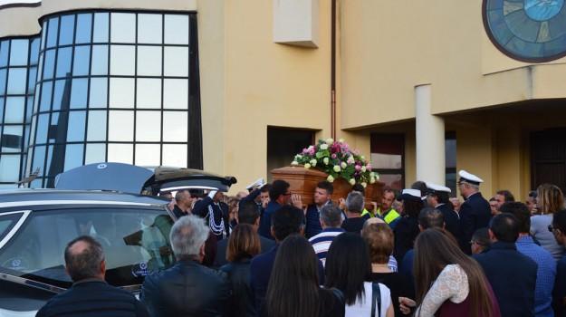 funerali, licata, operaio, Agrigento, Cronaca
