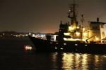 """""""Mai più sbarchi in Sicilia"""": attivisti tentano di fermare la nave di una Ong al porto di Catania"""