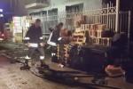 Rogo in un deposito a Palermo, sul posto 5 squadre di vigili del fuoco - Video