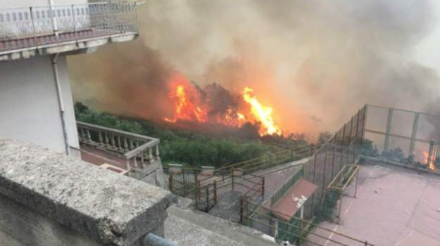 cittadini, disabili, fiamme, incendi, Messina, Cronaca