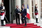 Macron si insedia all'Eliseo, finisce l'era di Hollande