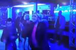 Dopo la sconfitta, Marine Le Pen in discoteca: ironia sui social - Video