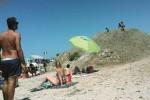 Marsala, collina di alghe in spiaggia: protesta