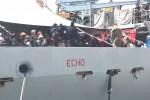 Sbarcati 392 migranti a Pozzallo, donna ferita da un colpo di arma da fuoco