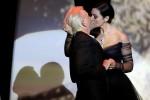 Il tango e poi il bacio mozzafiato: così la Bellucci ha aperto il Festival di Cannes