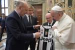 Papa Francesco ha ricevuto in udienza i dirigenti della Lega Nazionale Professionisti Serie A e i dirigenti e calciatori delle squadre di Juventus e Lazio - Ansa