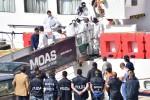 Migrante ucciso su gommone, ricostruita la dinamica: la lite e gli spari per un cappellino