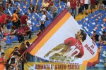 Bandiere e striscioni, l'omaggio di Roma a Totti