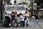 Venezuela, donne in protesta contro la repressione: senza uomini nè armi