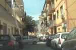 Invertito il senso di marcia in via Fortino: braccio di ferro Comune-cittadini