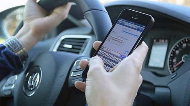 cellulare alla guida, codice della strada, polstrada, sondaggio, Sicilia, Società