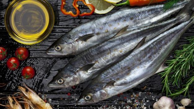 pesce in provetta, Sicilia, Società
