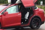 Cliente Usa cita Tesla per danni, dopo incidente con Model X