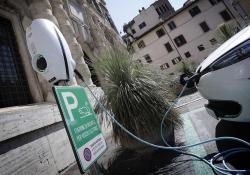 Lieve crescita auto elettriche e ibride primi 10 mesi anno