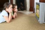 La tv in camera fa ingrassare bimbi, le femmine più a rischio