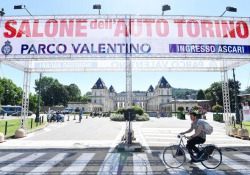 Auto, 'Night parade' dei big al volante apre Salone Torino