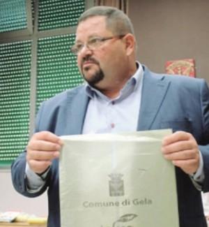 In 12 sono pronti a firmare la mozione di sfiducia al sindaco di Gela