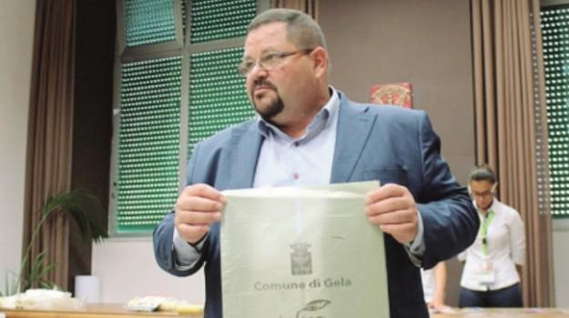 mozione sfiducia sindaco gela, Domenico Messinese, Caltanissetta, Politica