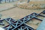 Raid notturno nel giardino della Zisa: vandali distruggono una staccionata