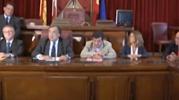 bilancio previsione comunale palermo, Palermo, Politica