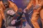 Balla sul palco ma la schiena si blocca, incidente per Jennifer Lopez