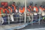 Giunti a Messina oltre 400 migranti: tra loro 93 donne e numerosi minori