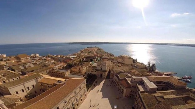 case al mare, costa saracena, Siracusa, Messina, Siracusa, Economia