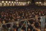 Caos fra tifosi in piazza a Torino, il momento in cui si è scatenato il panico