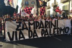 La protesta dei tifosi a Palermo, centinaia contro Zamparini - Video