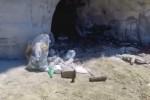Rifiuti sulla spiaggia della Scala dei Turchi, l'Sos dell'associazione Mareamico - Video
