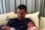 Ronaldo presenta Eva e Matteo, i suoi due gemelli nati da madre surrogata