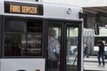 Ferma il bus per fare sesso con una passeggera: denunciato un autista