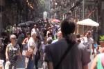 Palermo, folla per l'isola pedonale nel Cassaro basso