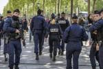 """Auto contro furgone della polizia a Parigi, i servizi: """"E' terrorismo"""""""