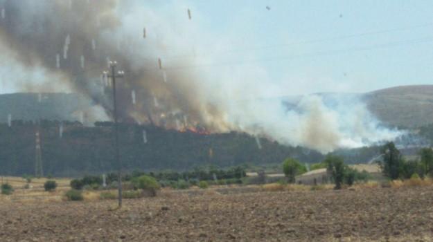Incendio a Chiaramonte Gulfi, Ragusa, Cronaca