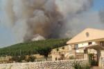 Ancora a fuoco la pineta di Chiaramonte Gulfi e torna la paura