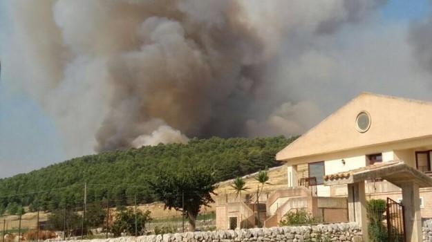 incendio chiaramonte gulfi, Ragusa, Cronaca