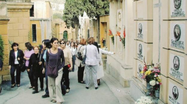 Scandalo al cimitero di Caltanissetta, Caltanissetta, Cronaca