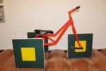Il triciclo con le ruote quadrate esposto nel Museo di Matematica di New York (fonte: Joseolgon)
