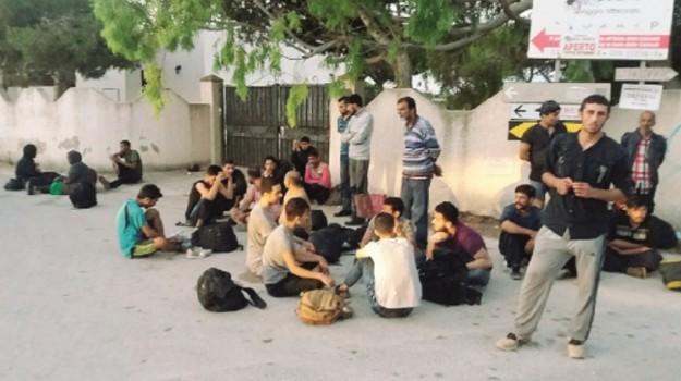 bambino afgano, immigrazione, sbarco Portopalo, Siracusa, Cronaca