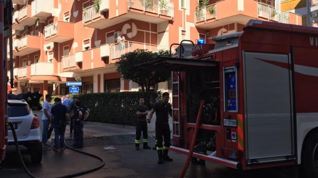 incendio appartamenti, rogo appartamento, via dei nebrodi palermo, vigili del fuoco, Palermo, Cronaca