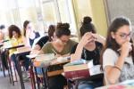 """Maturità, studenti alle prese con il temuto """"quizzone"""": ma è l'ultima volta della terza prova"""
