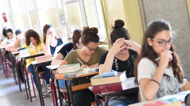 esame di maturità 2019, prima prova, scuola, Sicilia, Cronaca