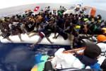 Migranti, sbarco a Trapani: ci sono anche 13 cadaveri