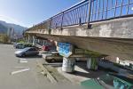 Giovane pestato e abbandonato sotto il ponte di via Giafar, è gravissimo