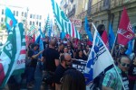 Lavoratori dei call center Wind/3 in bilico, corteo a Palermo- Video