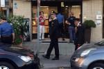 Gioielliere reagisce alla rapina e spara: morto uno dei banditi