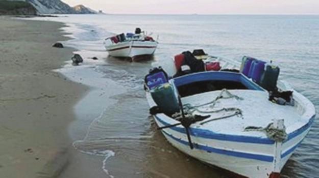 barconi migranti inquinano, mareamico, Agrigento, Cronaca