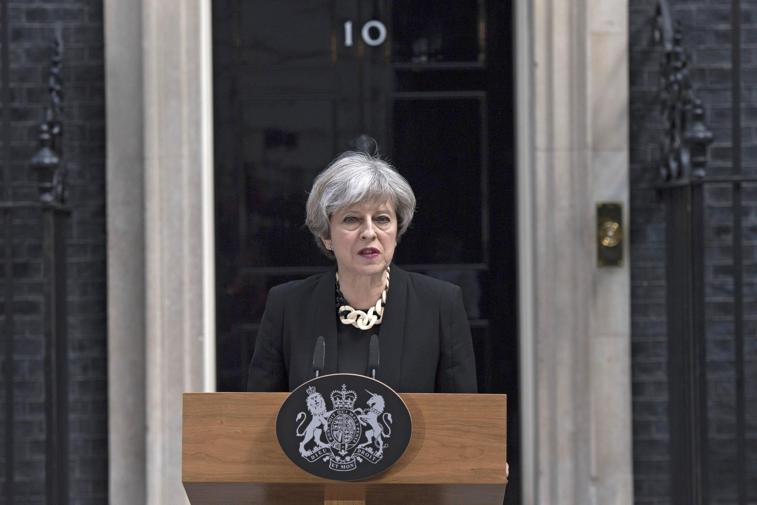 Attacco Londra, scontro May-Trump. La premier: