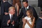 Abito bianco con frange, il look sbarazzino di Melania Trump al concerto del G20